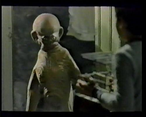 ... alien lands in Turkey in 1983 ...